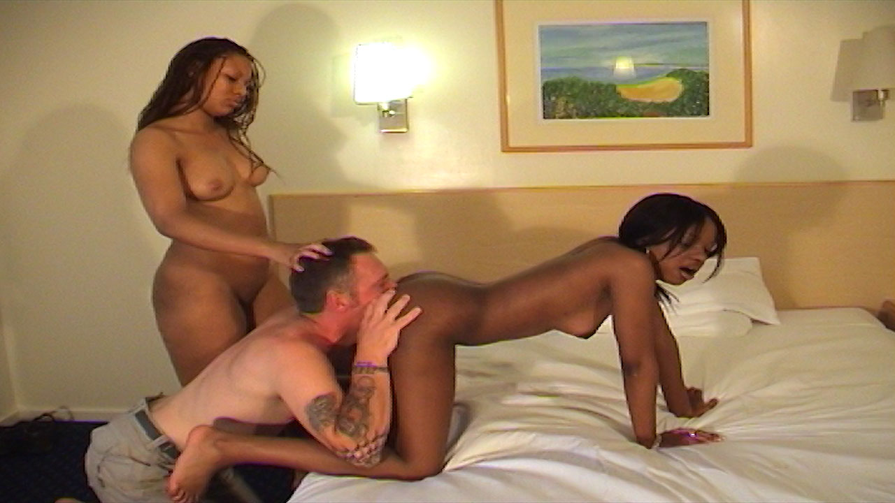 Ebony dominant ladies take turns being rimmed and facesitting